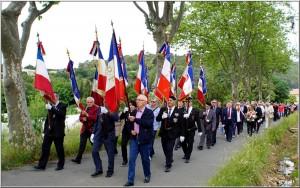 Le cortège avec ses 16 porte-drapeaux ainsi que de très nombreux participants